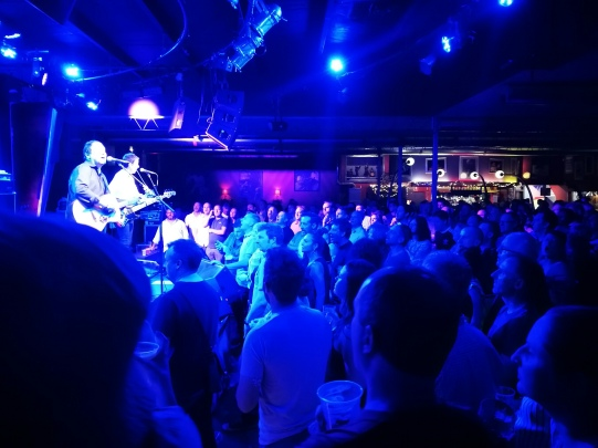 Governor Hindmarsh crowd at Ocean Colour Scene